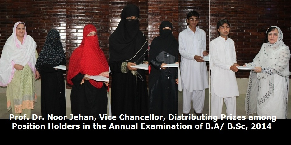 Prof. Dr. Noor Jehan, Vice Chancellor, Distributing Prizes among Position Holders in the Annual Examination of B.A/ B.Sc, 2014